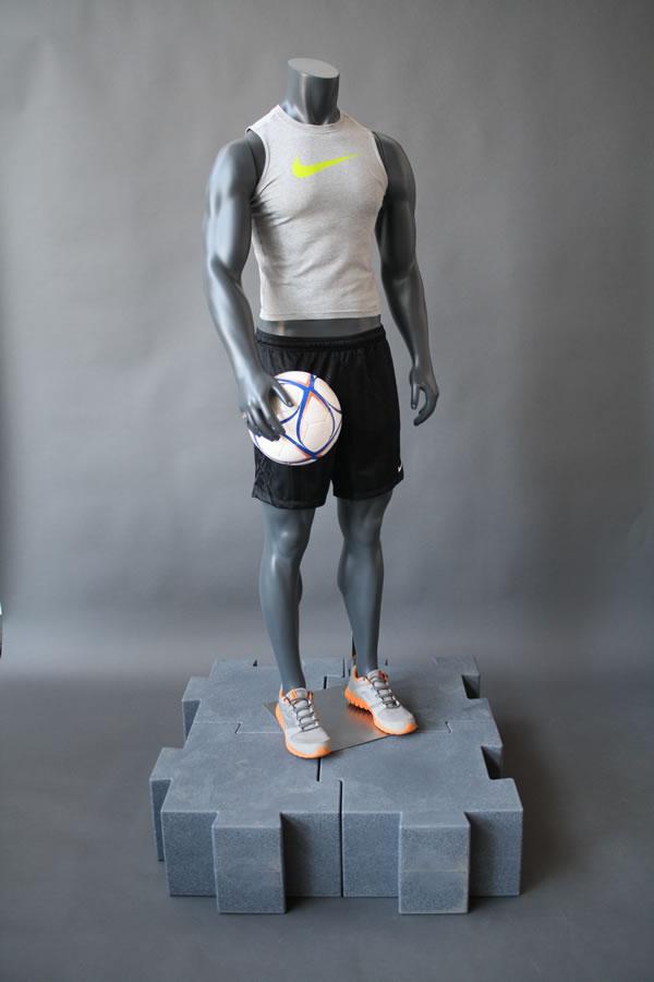 manichino-uomo-calcio.jpg